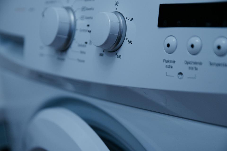 Aceto bianco in lavatrice: un valido sostituto dell'ammorbidente? Rimedi