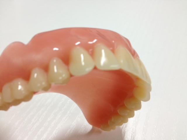Sei falsi miti sulle protesi dentarie Benessere